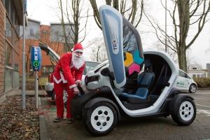 Kerstman moet 'even opladen''op TUe campus foto Angeline Swinkels